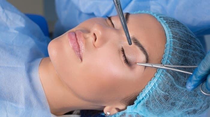 جراحی پلک چگونه انجام میشود؟